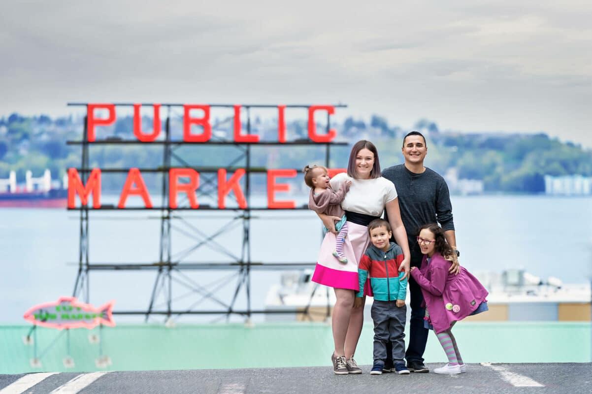 Pike Public Market Family Photographer