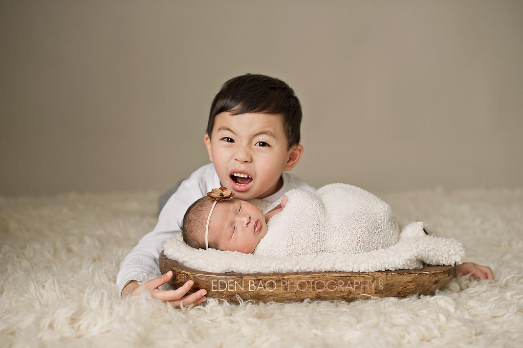 Vancouver Richmond Surrey Burnaby BC Newborn Photographer Eden Bao   Natalie sibling shot Nathan zombie