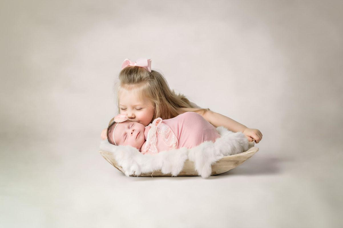 Sibling Newborn Shot Eden Bao