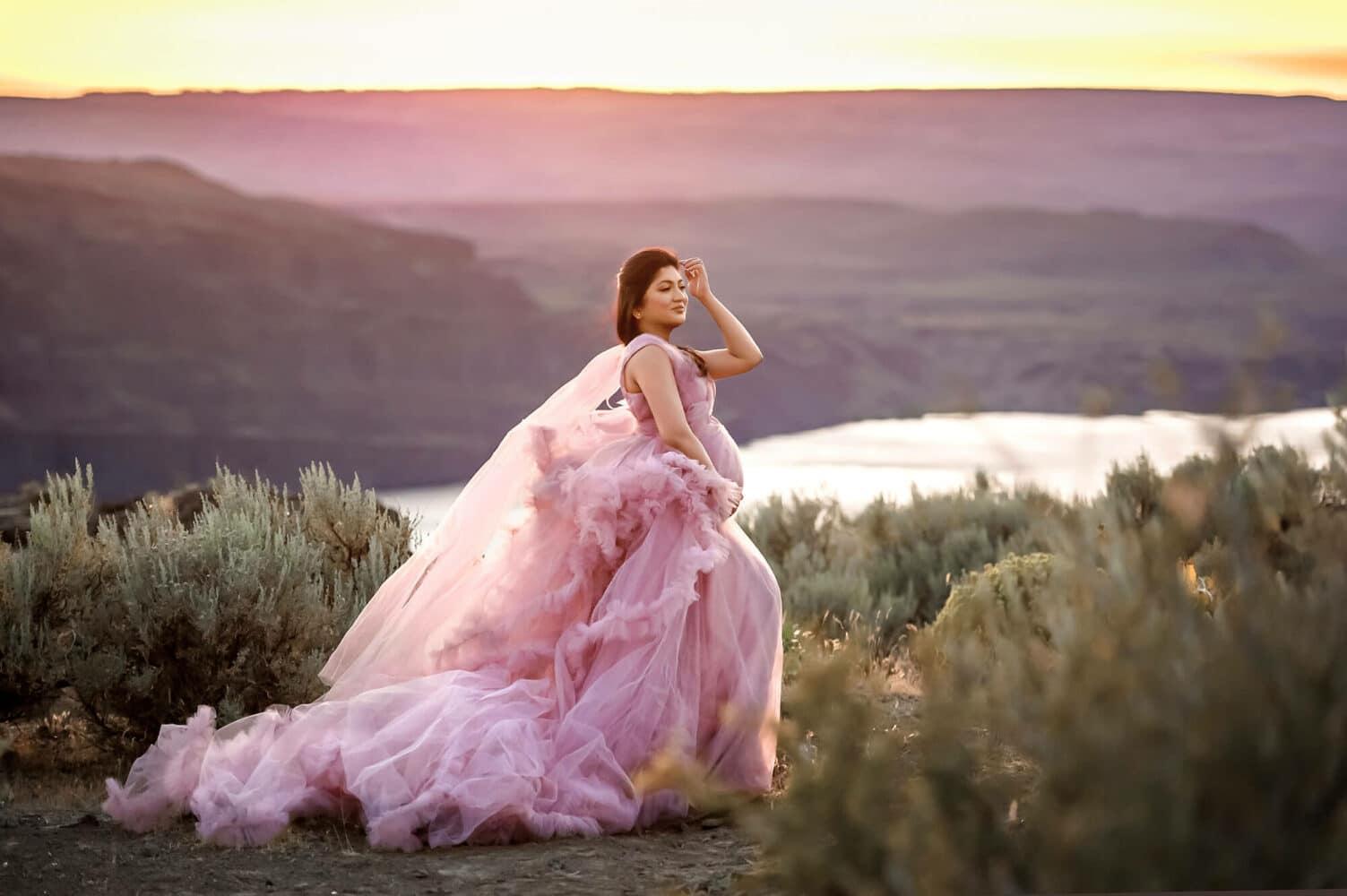 Columbia River Desert Maternity Photographer