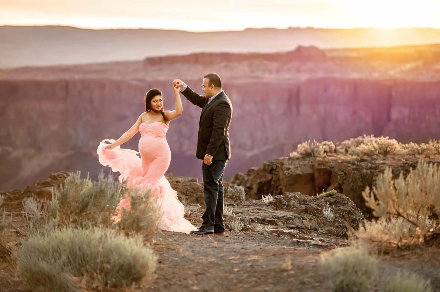 Frenchman Coulee adventure maternity photographer